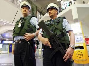 Frankfurt airport uzi police