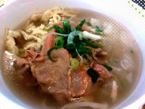 pho tai chin gan Fresh Rice Noodles with Eye Round Steak, Well Done Brisket & Soft Tendon
